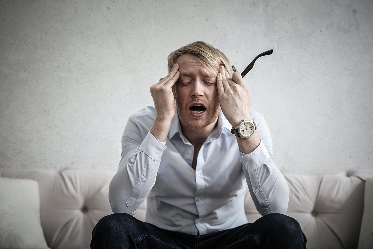 A fejfájás, fáradtság, levertség is lehetnek a gluténérzékenység jelei